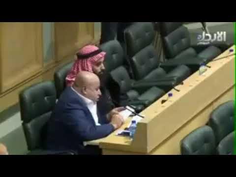 قبل شوي كنت تعطينا مواعظ يا ابو حسين!! نائب أردني يفقد السيطرة ويهاجم زميله.