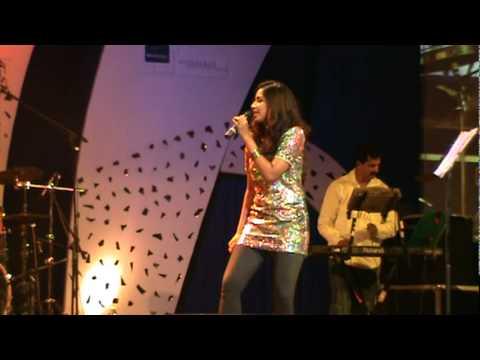 Shreya ghoshal singing dochey song from komaram puli at Hyderabad