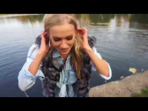 Girl falls into water - 975114