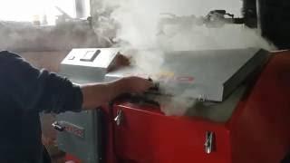 palący się węgiel w podajniku kotła DEFRO 50kW z podajnikiem na ekogroszek