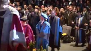 陳奕迅 Eason Chan榮升為英國 Kingston University 的 Doctor of Music,清唱[天下無雙],恭喜Eason!