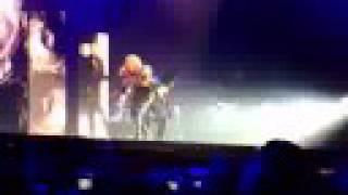 Madonna Düsseldorf 4.9. 2008 4 minutes und like a prayer  vorne
