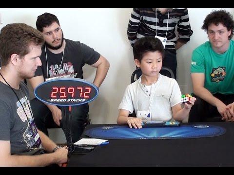 เด็กชายวัย 7 ขวบ เล่นรูบิคมือเดียวได้ภายใน 27 วินาที