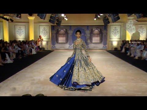 Bhumi Pednekar Walks For Reynu Taandon | India Couture Week 2017