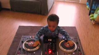 2 year old DJ on the Numark NS7 (toddlers taking over!)