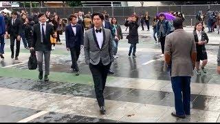 Arashi walking towards Staples Center attending Grammy Awards 2019 ARASHI 動画 15