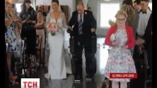 У Великобританії паралізований чоловік встав з інвалідного візка заради весілля доньки