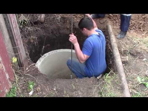 Копаем колодец под водопровод и устанавливаем 2 ж.б. кольца