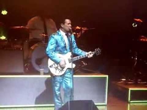 Chris Isaak july 4, 2013 Montreal, *Best i ever had* *Speak Of The Devil* ! Beyond The Sun Tour !
