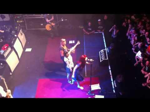 social-distortion-zurich-2012:-birthday-twins-onstage!