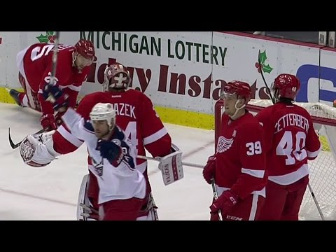 Blue Jackets score on strange play after refs force Mrazek to play puck