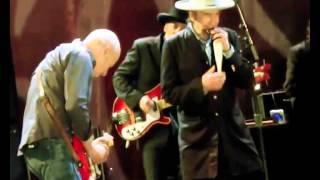 Bob Dylan & Mark Knopfler - Beyond Here Lies Nothin (Live)  - nov 03, 2012 Omaha