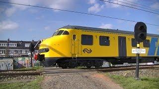 Spoorwegovergang Santpoort Zuid // Dutch railroad crossing