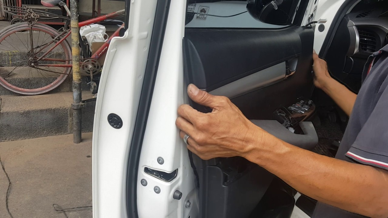 & Aca / toyota hilux 2016 / front door panel removal - YouTube