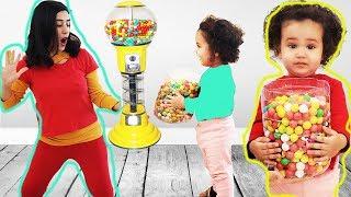 Oyuncak Şeker Makinesi ile Oynadık و توأمتها يريدوا نفس ماكينة الحلويات