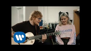 Gambar cover Anne-Marie & Ed Sheeran – 2002 [Official Acoustic Video]