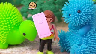 Pom Pom Dino ?! Playmobil Girl and her Brother Find Dinosaurs - Toy Play Video