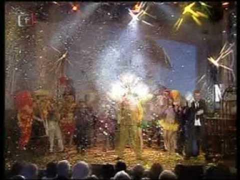 Vystoupení Daniela Nekonečného v Abecedě hvězd s interiérovou pyrotechnikou a konfetama
