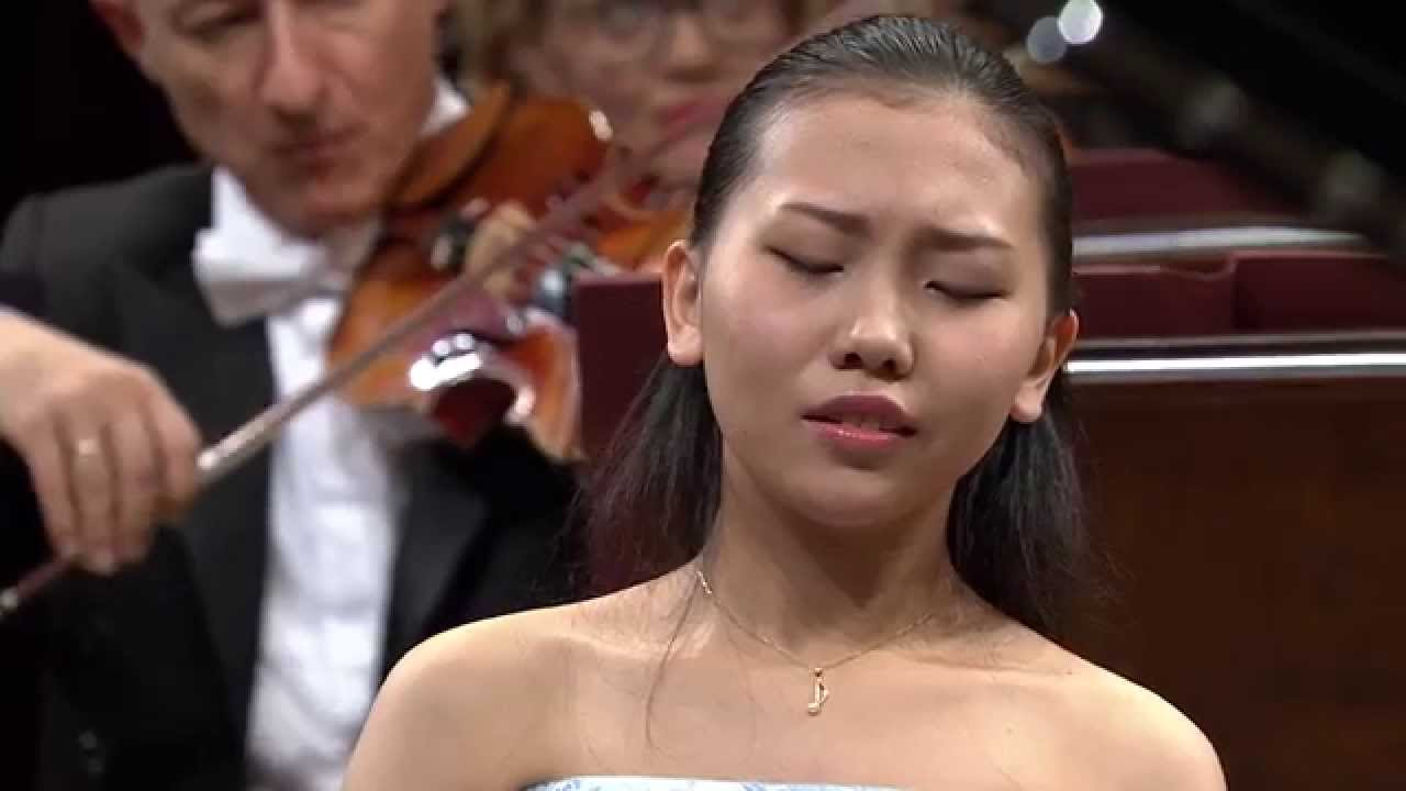 Aimi Kobayashi – Piano Concerto in E minor Op. 11 (final stage of the Chopin Competition 2015)