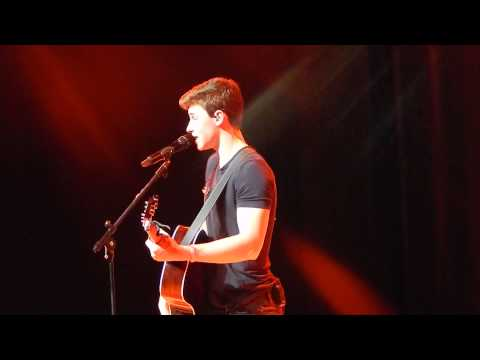 Shawn Mendes in Madrid: Strings