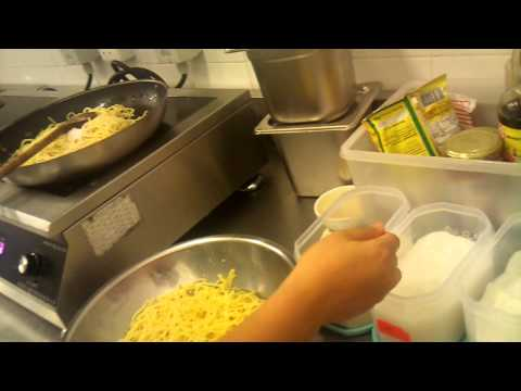 HOW TO COOK   a simple yellow noodle from malaysia SABAH)