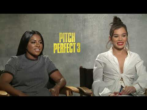 Pitch Perfect 3 Hailee Steinfeld & Ester Dean