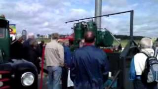 En Stor Råoljemotor Demonstreras.3gp
