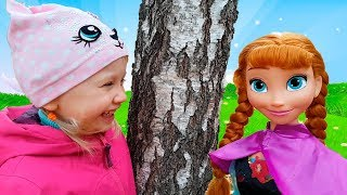 Alеna plays Hide and seek with princesses