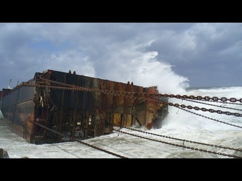 Mammoet Salvage - Wreck removal of a container ship in South