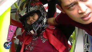 Naik Mobil Balap Elly Sugigi Pingsan Cumicam 27 November 2015