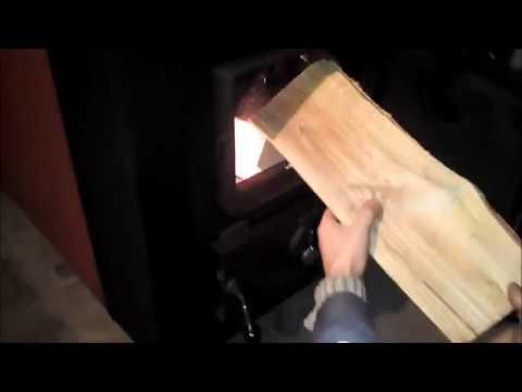 Дымит буржуйка, печка, печь внутырь. Дымит через двери. - YouTube