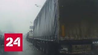 Смотреть видео Уснувший водитель врезался в грузовик на юго-востоке Москвы - Россия 24 онлайн