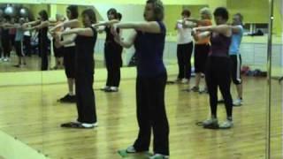 видео 12 силовых тренировок для рук и плеч с FitnessBlender