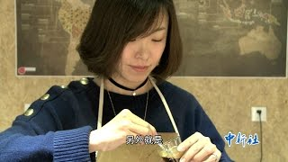 袁丁,资深女咖啡师,开着很多女生心中梦想的咖啡店,但她说每天不是在...