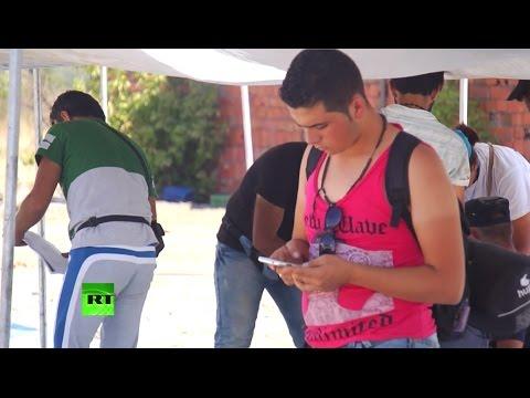 Мигранты попадают в Европу с помощью сети Facebook