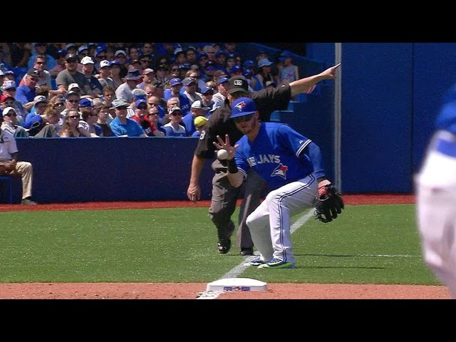 OAK@TOR: Donaldson fields barehanded, shows off arm