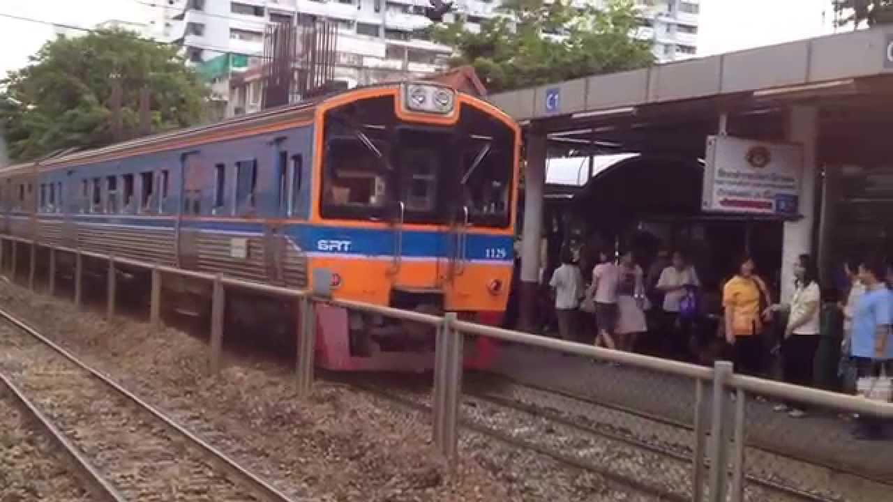 タイ鉄道の電車(サムセン駅 上...
