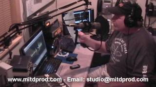 Behind the Mic -  Cutting a 30 second radio spot for ILLINICOUNTRY.COM