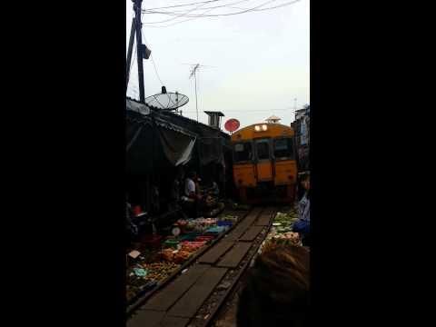 Maek Long market at Bangkok by Eric Law