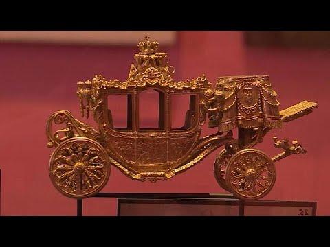 فيديو: -العربة المذهبة-.. من خدمة الأسرة الملكية في هولندا إلى المتحف بسبب العنصرية…  - 18:55-2021 / 6 / 17