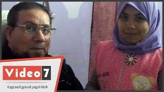 هاجر صاحبة الـ11 عام تضحى بطفولتها من أجل والدها العاجز..والأب: