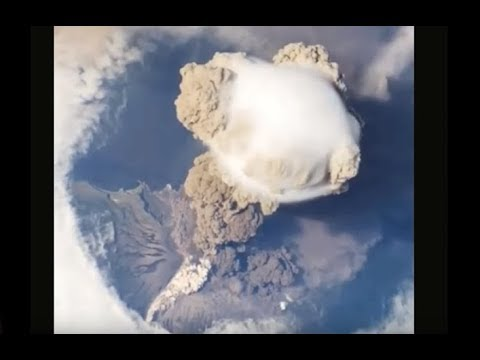 International Space Station Filmed Approaching End Of The World. Nubiru or Planet X Causing It?