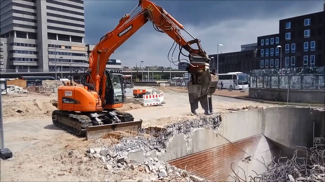 Demolition Concrete Wall : Concrete demolition in germany cracker crusher steel jaw