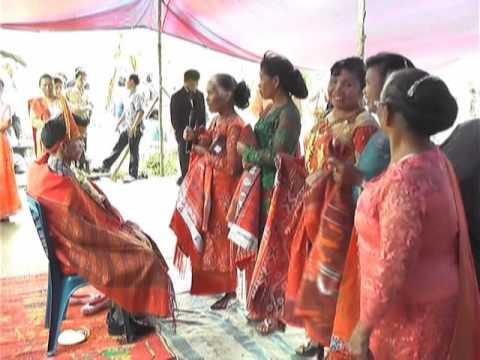 VIDEO Mangulosi Pernikahan Ratih dan Galung