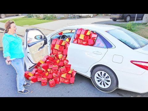 I PUT 1,000 McDonald's HAPPY MEALS IN MY MOM'S CAR!!! (FEEDING THE HOMELESS)