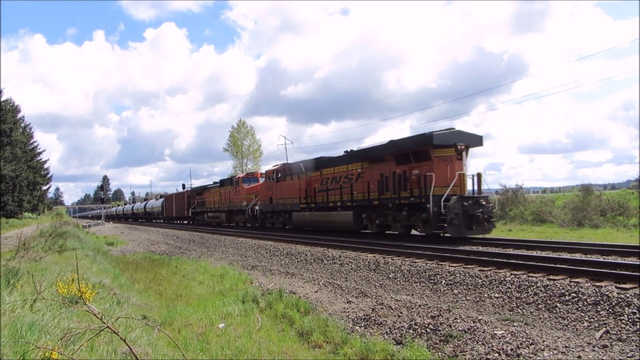 ATSF RS3K HORN SHOW! BNSF Oil Train With A RS3K Horn Salute & H1 Dash 9  Trailing!