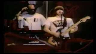 Beastie Boys play SMOKE ON THE WATER during Sabotage; live in Japan 1994