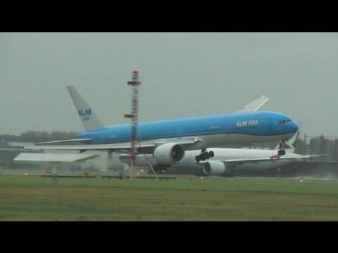 Storm Op Schiphol | Vliegtuigen Landen Onder Zeer Zware Omstandigheden