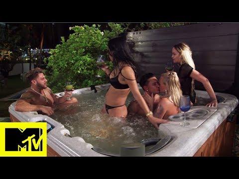 Jersey Shore Family Vacation: Pauly D, Vinny e Ronnie nell'idromassaggio con quattro ragazze