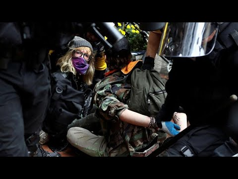 France 24:Far-right and anti-fascist groups clash at a rally in the American city of Portland